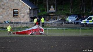 The microlight came down near the village of Kennet, by Clackmannan.