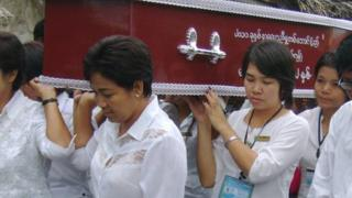 Shwe Ze Kwet carrying a coffin at a funeral