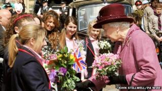 The Queen meeting school children
