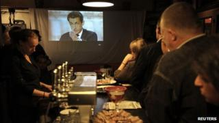 People in a Parisian cafe watch the presidential debate, 2 May