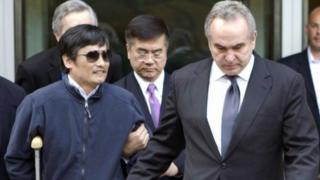 Chinese dissident Chen Guangcheng (L) is led out of the US embassy in Beijing by Assistant Secretary of State Kurt Campbell (R) and US Ambassador Gary Locke (C) in Beijing, China, 2 May 2012
