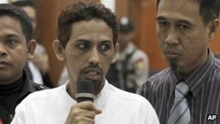 Umar Patek, centre, accompanied by his lawyer Ashludin Hatjani, right, speaks at West Jakarta District Court in Jakarta, Indonesia, 7 May, 2012