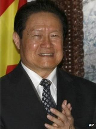 China's security chief Zhou Yongkang applauds after signing an agreement on economic cooperation with Nepal, in Kathmandu, Nepal. August 16, 2011 (file photo).