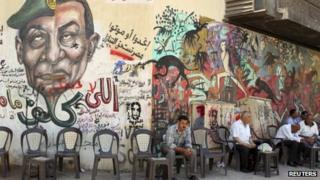 Graffiti mural of Hosni Mubarak and Field Marshal Mohamed Hussein Tantawi in Cairo
