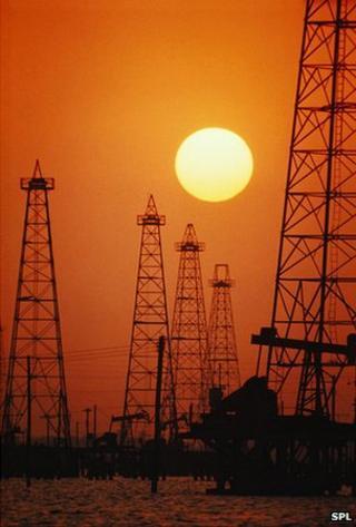Oil rigs on US coast