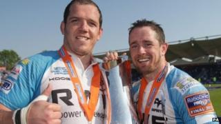 Shane Williams (right)
