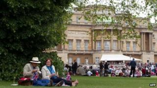 Picnickers at Buckingham Palace