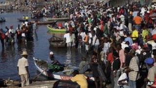 Haitians leaving Port-au-Prince