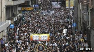 """Thousands of people protest against the allegedly suspicious circumstances of the """"suicide"""" of Li Wangyang in Hong Kong on Sunday"""