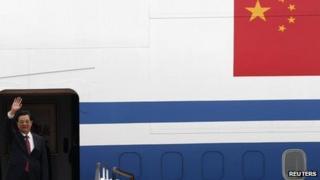 Chinese President Hu Jintao waves as he arrives at Hong Kong International Airport 29 June, 2012
