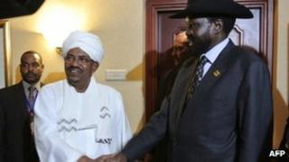Sudanese President Omar al-Bashir (Centre L) shakes hands with his South Sudanese counterpart Salva Kiir (R) following a meeting in the Ethiopian capital Addis Ababa on 14 July 2012