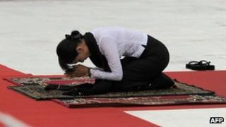 Aung San Suu Kyi prays in honour of her late father, independence hero General Aung San