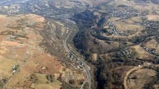 Rhan o ffordd yr A465 rhwng Brynmawr a Thredegar