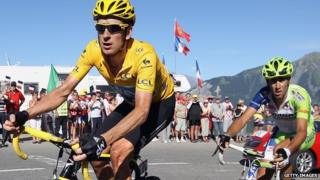 Bradley Wiggins leads Vincenzo Nibali of Italy up La Toussuire at the end of stage eleven of the 2012 Tour de France