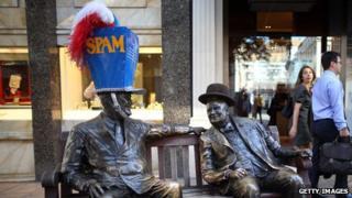 Franklin Roosevelt and Winston Churchill statues in Bond Street