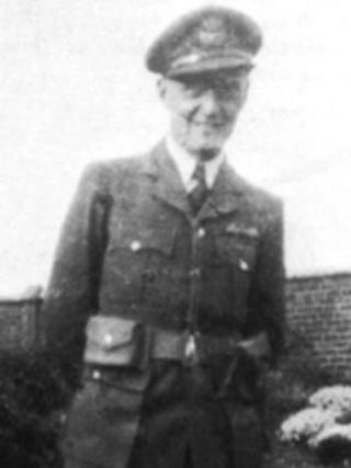 """Flying Officer Oswald St John """"Ossie"""" Pigg"""