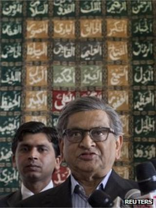Indian Foreign Minister S.M. Krishna speaks to the media after his arrival at a military base in Rawalpindi near Islamabad September 7, 2012