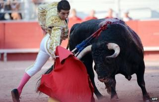 Spanish bullfighter tackles bull in Arles, southern France, 9 Sep 12