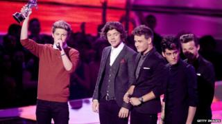 One Direction at the MTV music awards