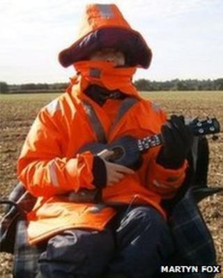 Jamie Fox, the human scarecrow