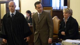 Paolo Gabriele (C) in court (6 Oct 2012)