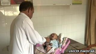 Doctor in Pakistan administers polio vaccine