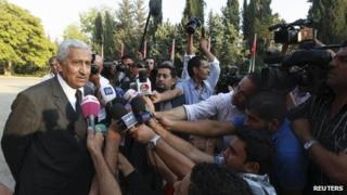 Abdullah Ensour speaks to reporters in Amman (11 October 2012)