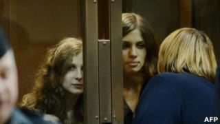 Maria Alyokhina, 24, and Nadezhda Tolokonnikova, 22, in court, 10 Oct 12