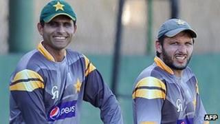 Abdul Razzaq and Shahid Afridi warming up ahead of a match in Sri Lanka on 3/10/12