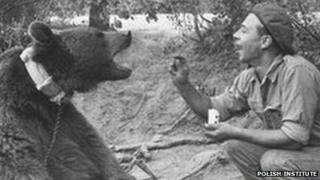 Wojtek and soldier. Photo courtesy of The Polish Institute and Sikorski Museum