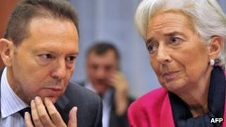 Greek Finance Minister Yannis Stournaras (l) and International Monetary Fund Managing Director Christine Lagarde (12 November 2012)