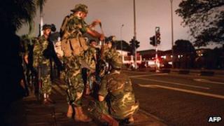 Sri Lankan soldiers outside Colombo's main prison