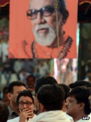 Raj Thackeray at Bal Thackeray's cremation