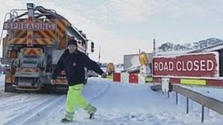 Closing the snow gate on the A66 (January 2010)
