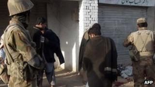 Pakistani security personnel at a police station near Bannu, North Waziristan (10 Dec '12)