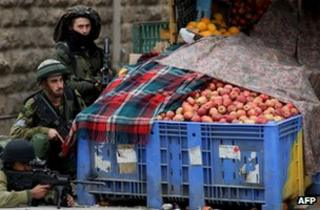 Israeli soldiers in Hebron (13 December 2012)
