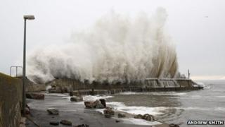 Waves at Balintore harbour