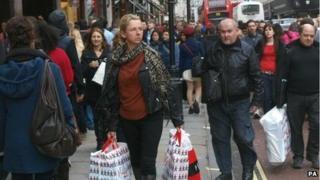 Christmas shoppers brave London's Regents Street