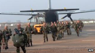 French troops disembark at Bangui airport