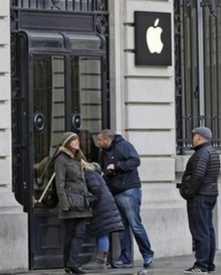 Paris Opera Apple Store