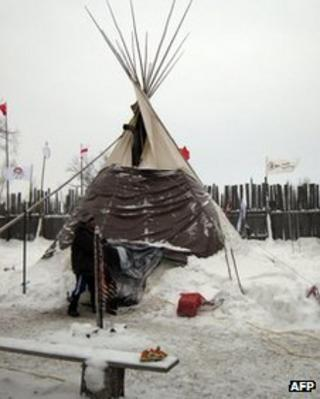 A lone teepee shelters Attawapiskat Chief Theresa Spence on 4 January 2012