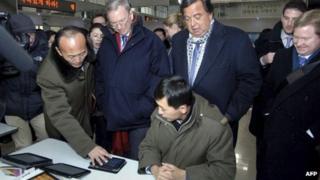 Bill Richardson and Eric Schmidt visit the Korean Computer Centre in Pyongyang (9 January 2012)
