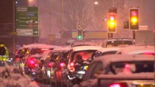 Traffic in snow in Hull