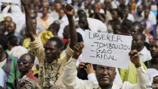 People from northern Mali march against the seizure or their home region by Tuareg and Islamist rebels, in the capital Bamako, 10 April 2012