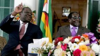 Morgan Tsvangirai (l) and Robert Mugabe (r) in Harare on 17 January 2013
