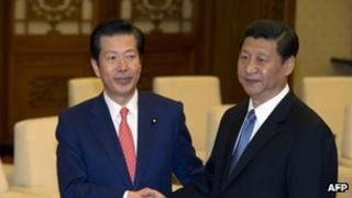 Natsuo Yamaguchi (L) and Chinese leader Xi Jinping in Beijing (25 Jan 2013)