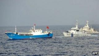 Japan's coast guard and the Chinese boat off Miyako island (2 Feb 2013)