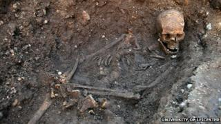 Richard III's skeleton as found in the grave