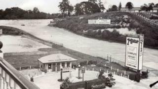 Brooklands finishing straight in 1939