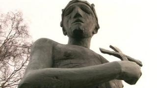 Statue of St Edmund